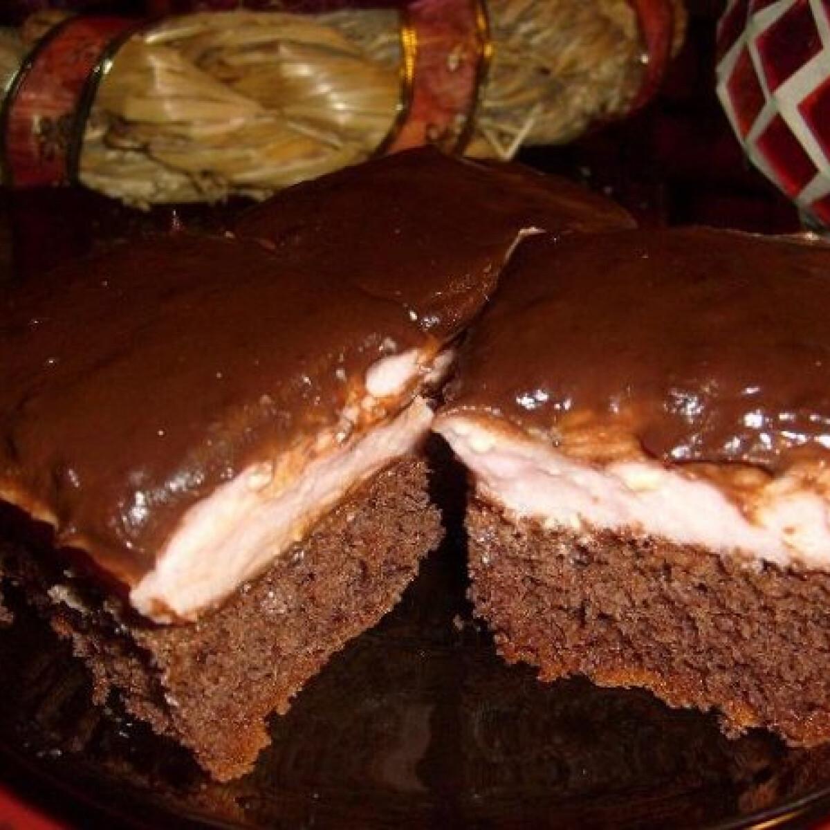 Ezen a képen: Puncskrémes kevert süti