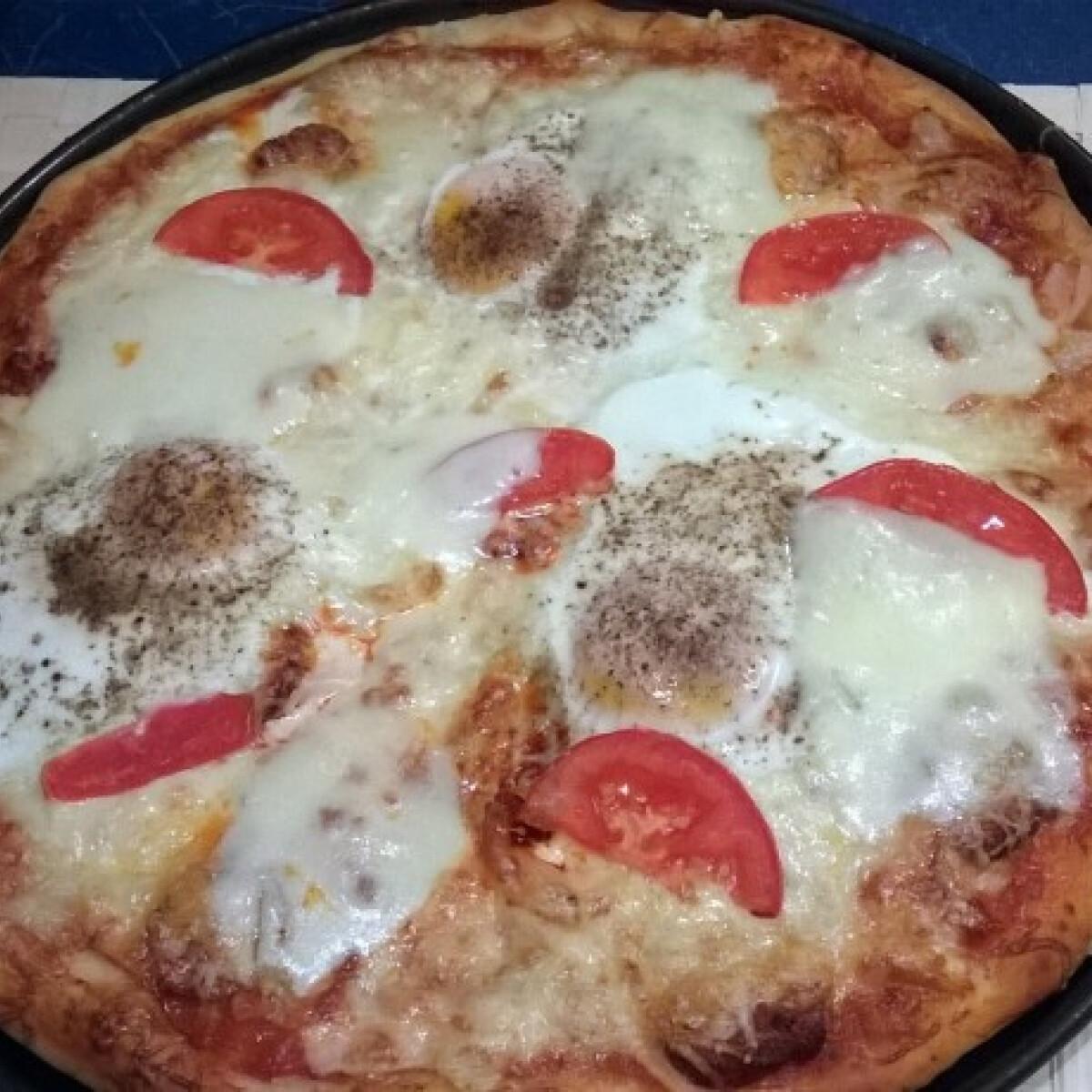 Ezen a képen: Pizzatészta és szósz