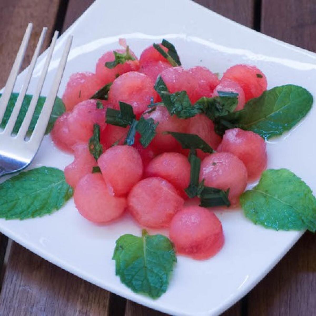 Kánikulaűző mentás görögdinnyesaláta