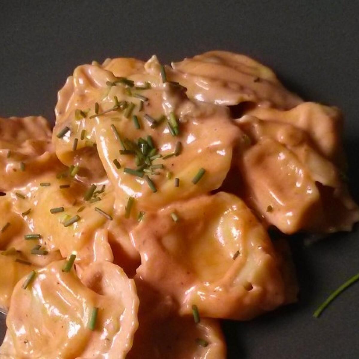 Ezen a képen: Tortellini gorgonzolás-mascarponés mártással