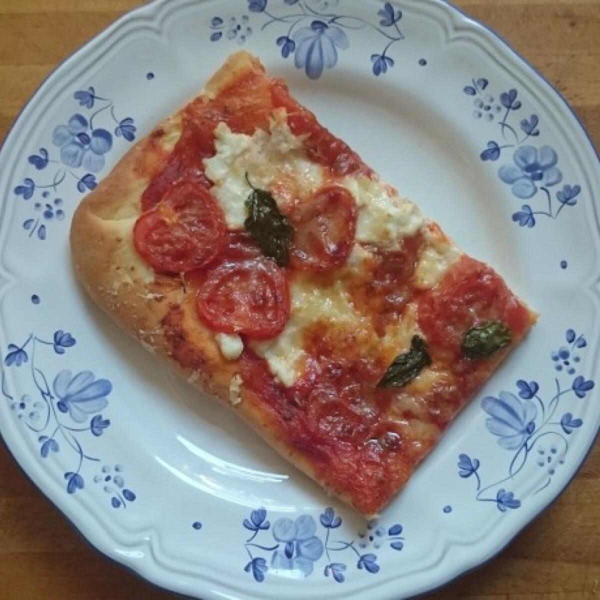 Pizzatészta ricottás-paradicsomos feltéttel
