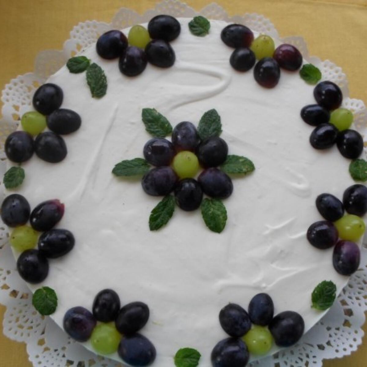Ezen a képen: Sütés nélküli gyümölcsös sajttorta