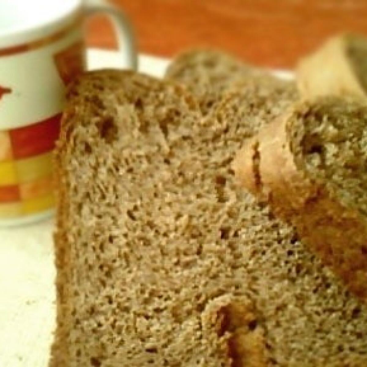 Ezen a képen: Kakaós kalács kenyérsütőgépben
