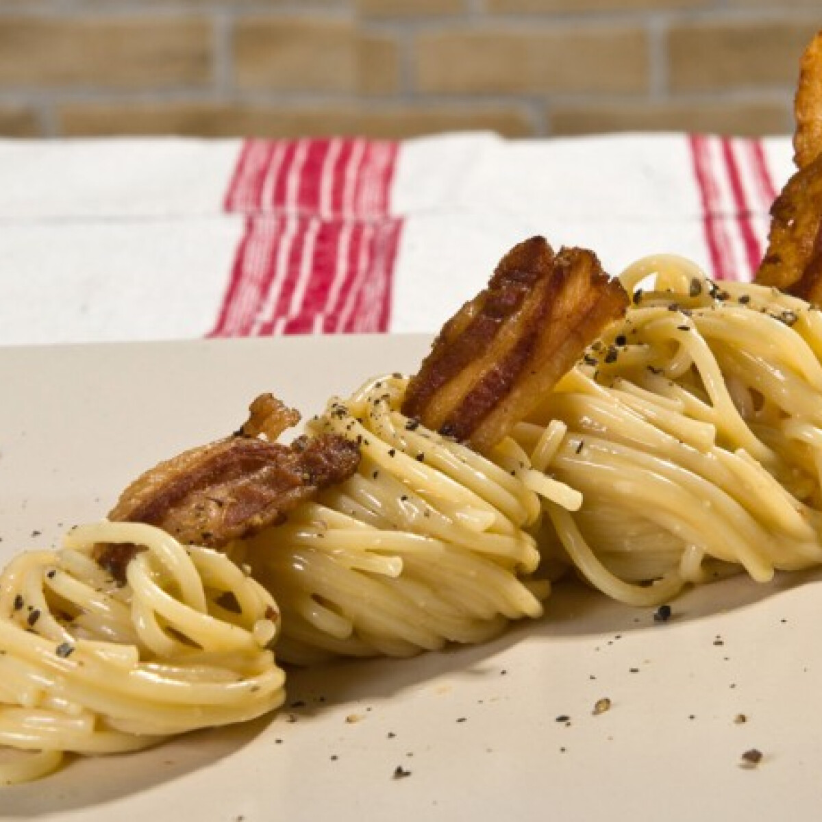 Ezen a képen: Spaghetti carbonara Imre konyhájából