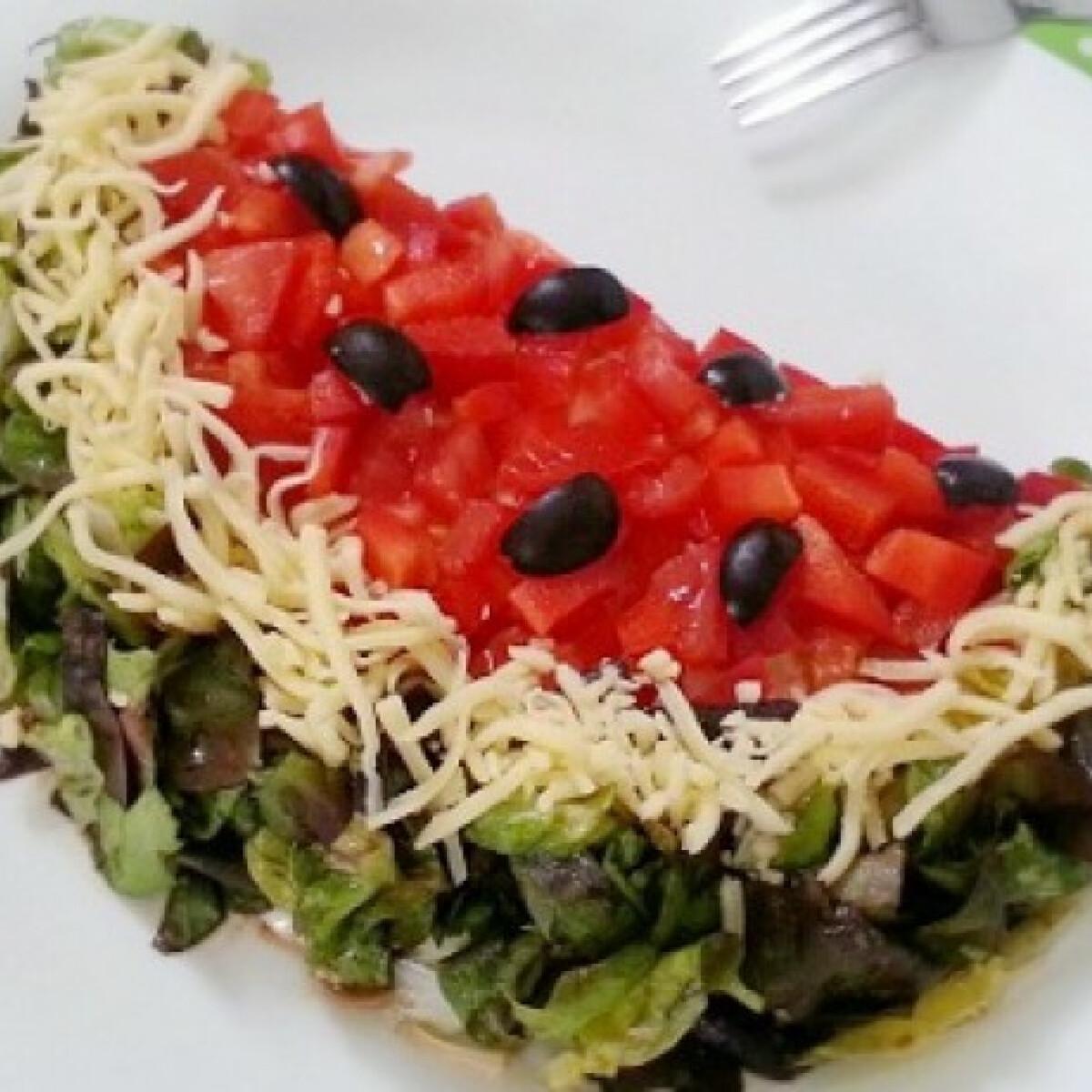 Ezen a képen: Rétegelt saláta dinnye formában