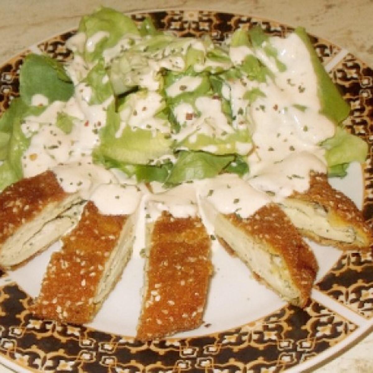 Ezen a képen: Juhtúróval töltött csirkemell salátával
