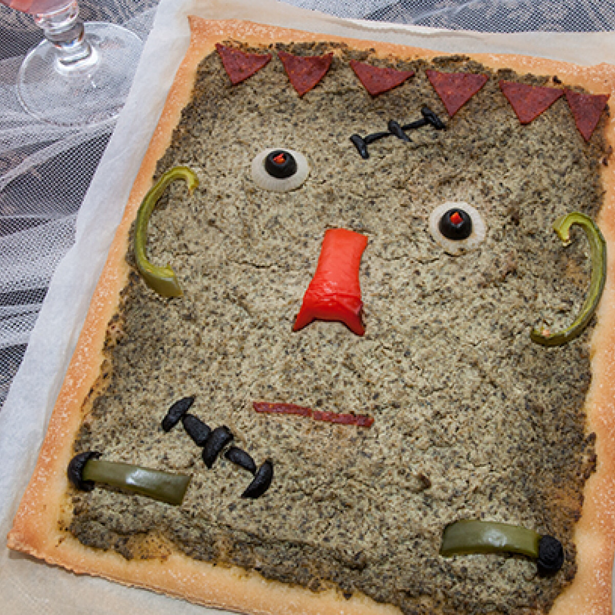 Ezen a képen: Frankenstein pizzája