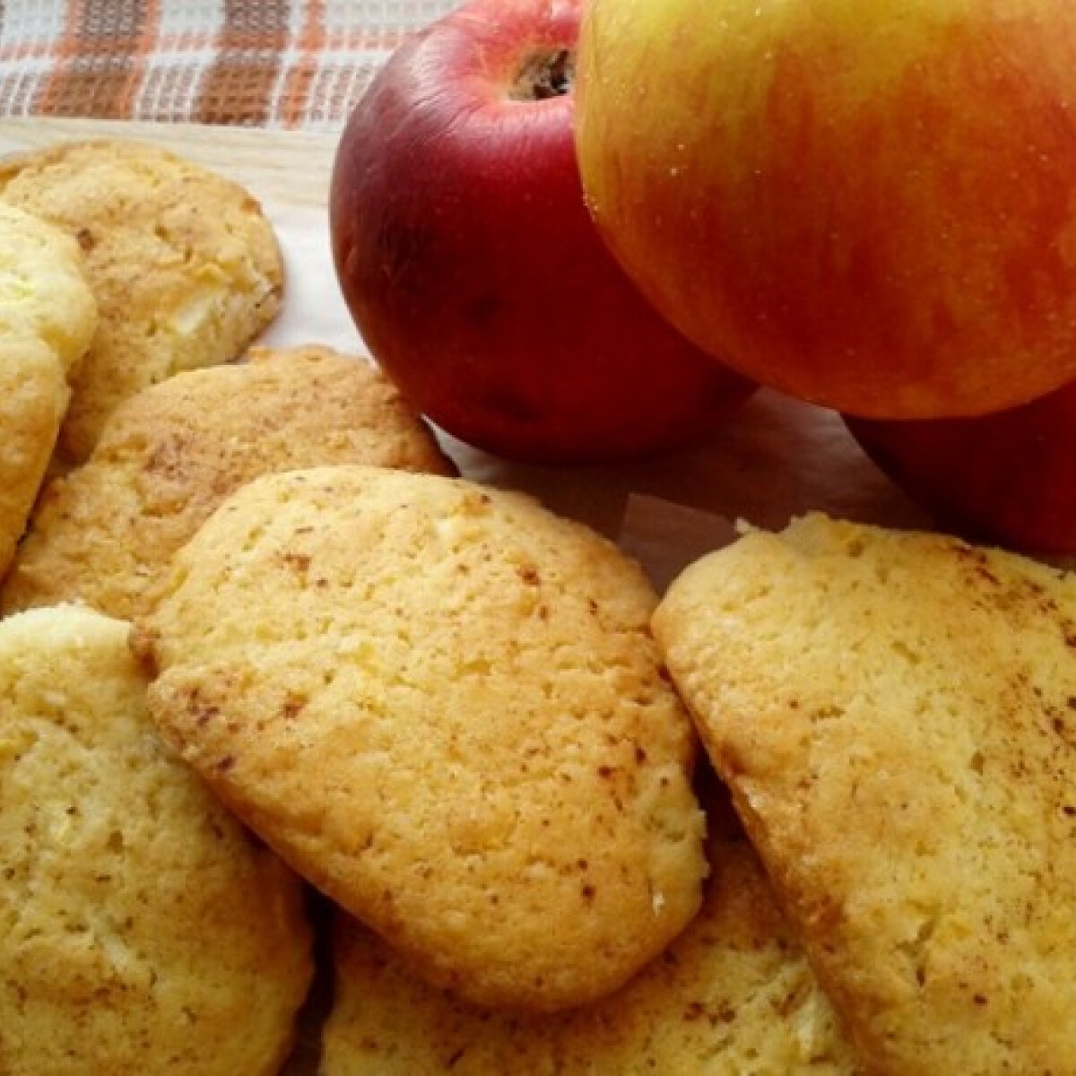 Ezen a képen: Almás-zabpelyhes cookies