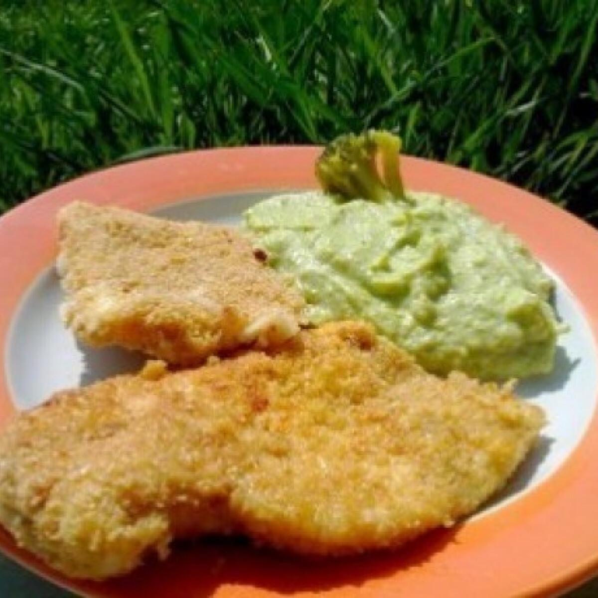 Ezen a képen: Zabkorpás rántott hús és sajt brokkolipürével