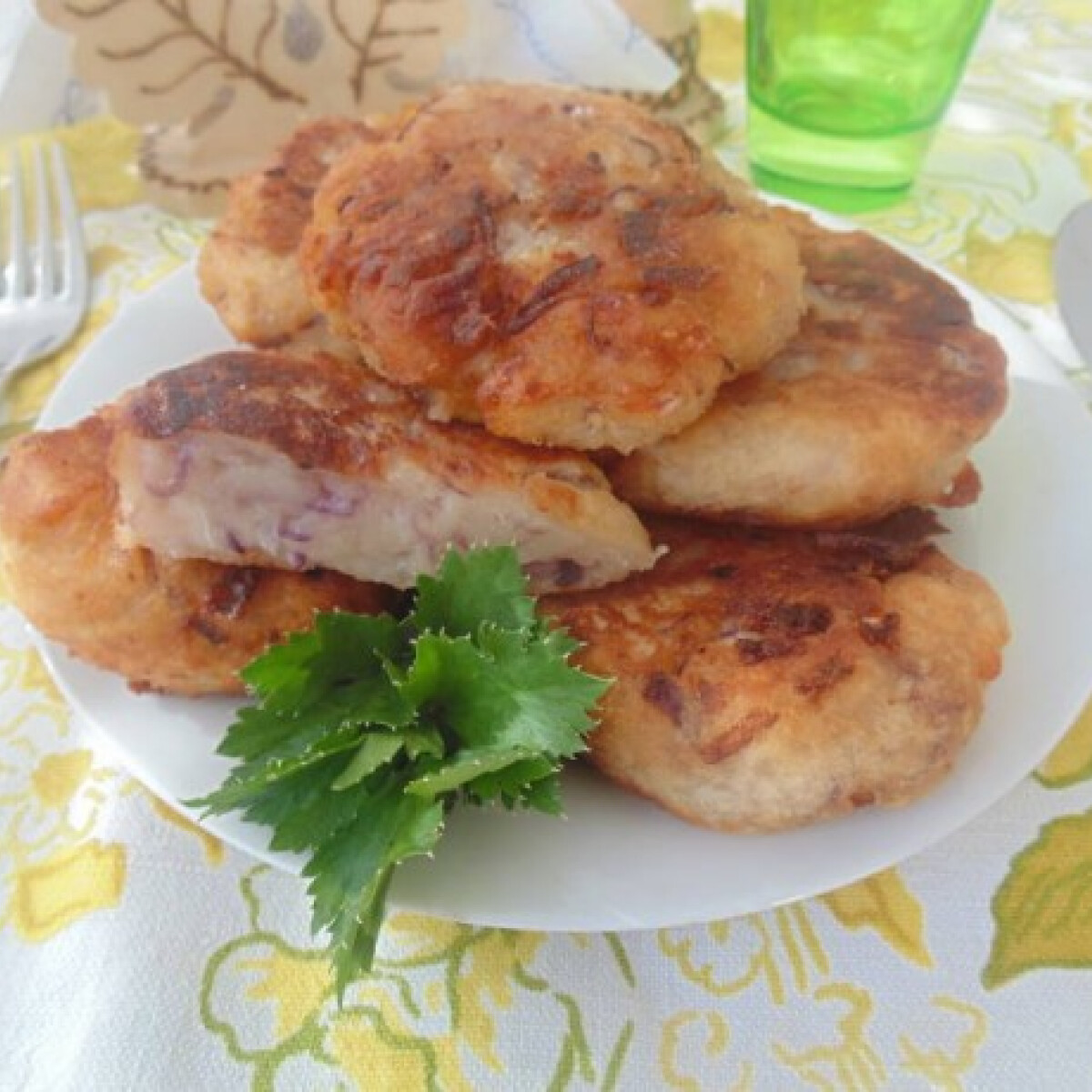 Ezen a képen: Hagymás krumplis puffancs