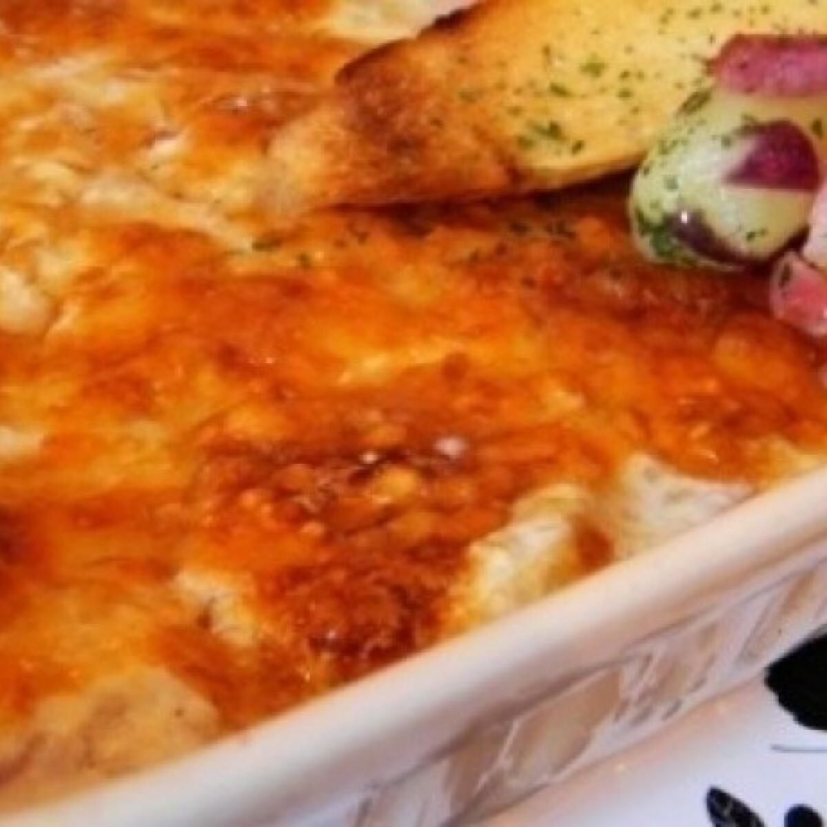 Tejszínes fehérborban sült hagymás-sajtos csirkemell