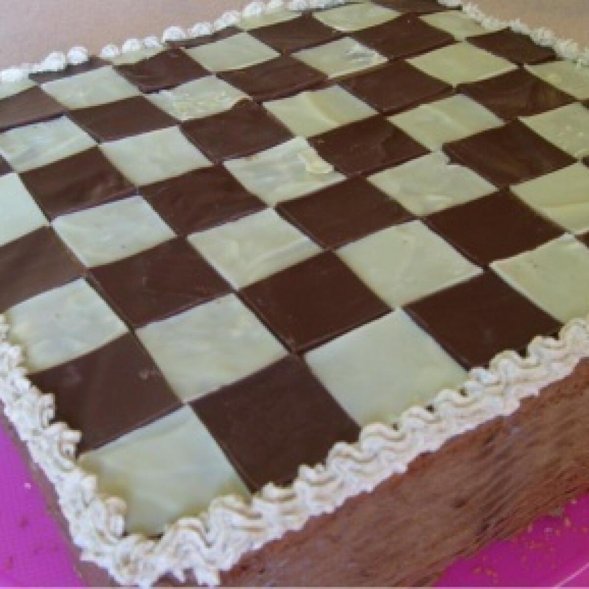 Ezen a képen: Sakktábla torta
