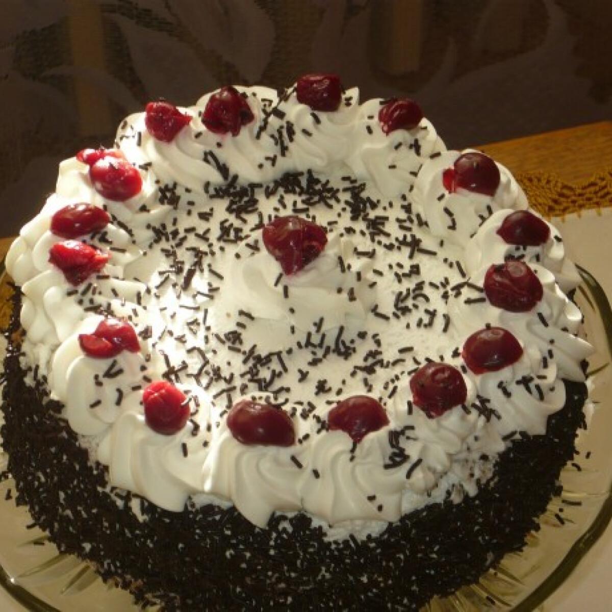 Ezen a képen: Klasszikus feketeerdő torta Tusmustól