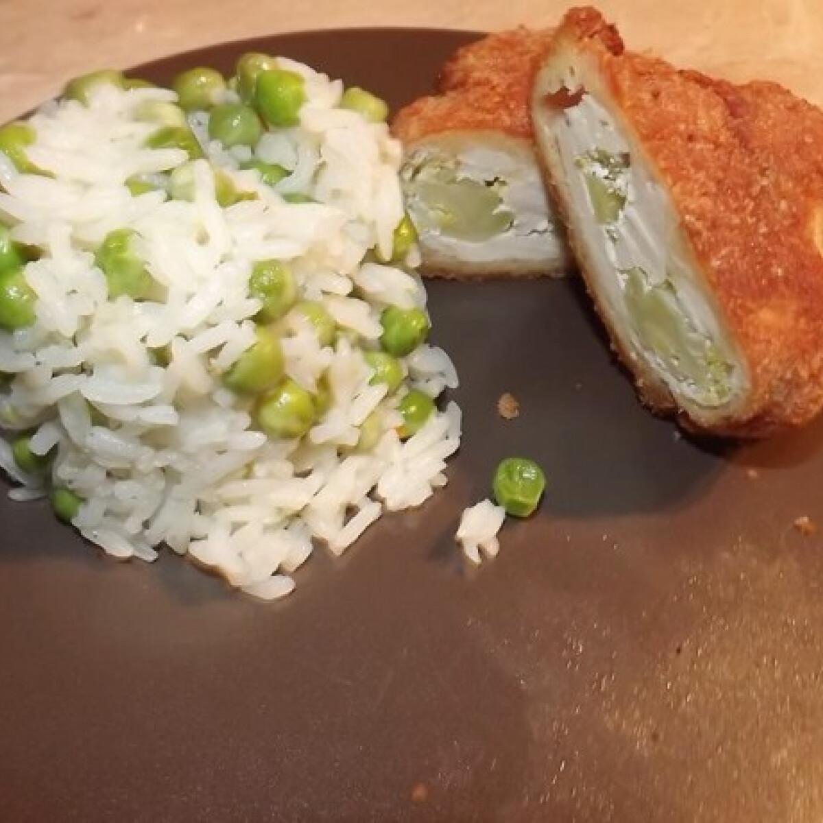 Brokkolival töltött csirkemell rántva rizi-bizivel
