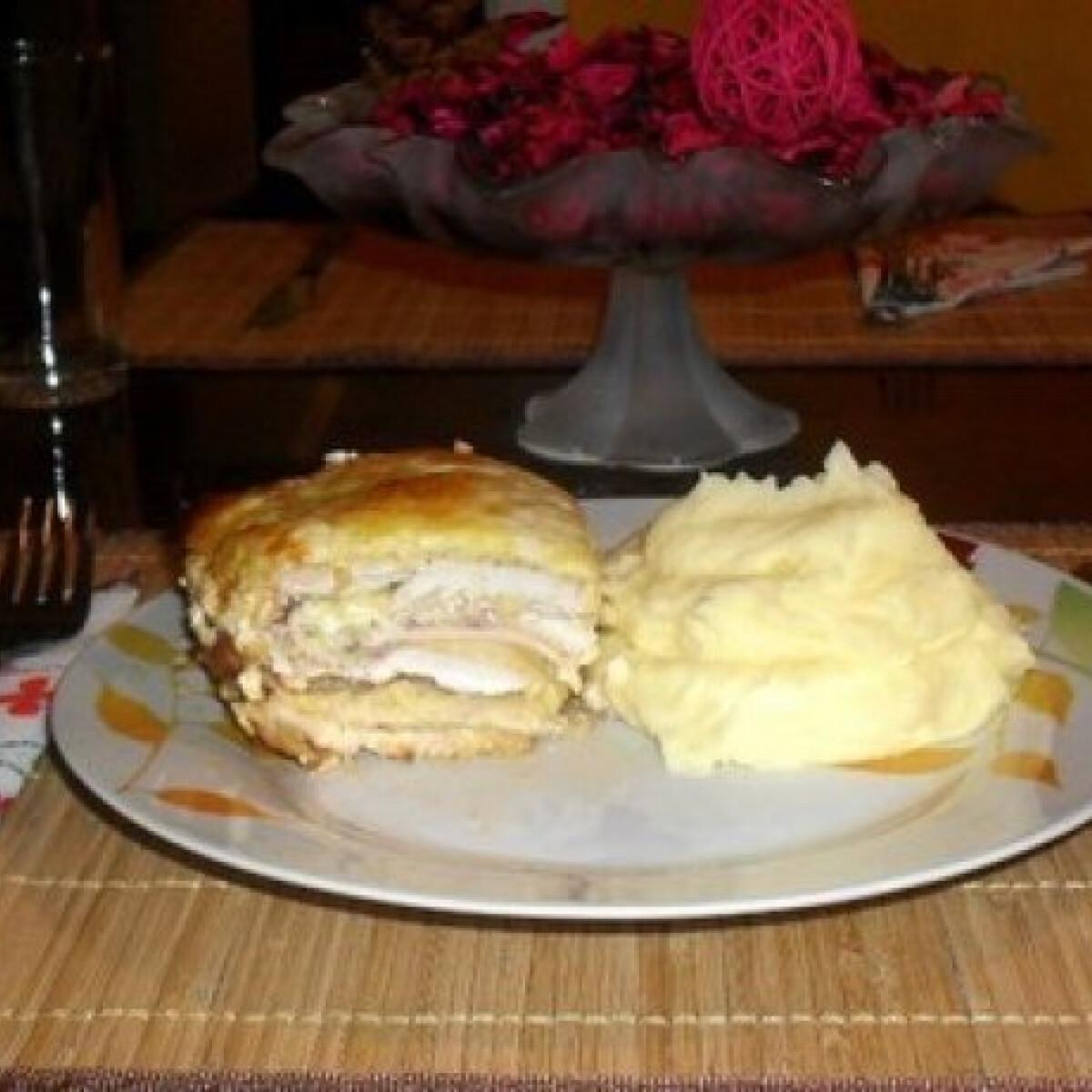 Ezen a képen: Sajtos-sonkás rakott csirkemell