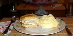 Sajtos-sonkás rakott csirkemell