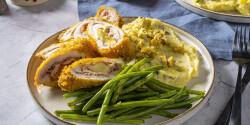 Csirke cordon bleu, gesztenyés burgonyapürével és párolt zöldbabbal