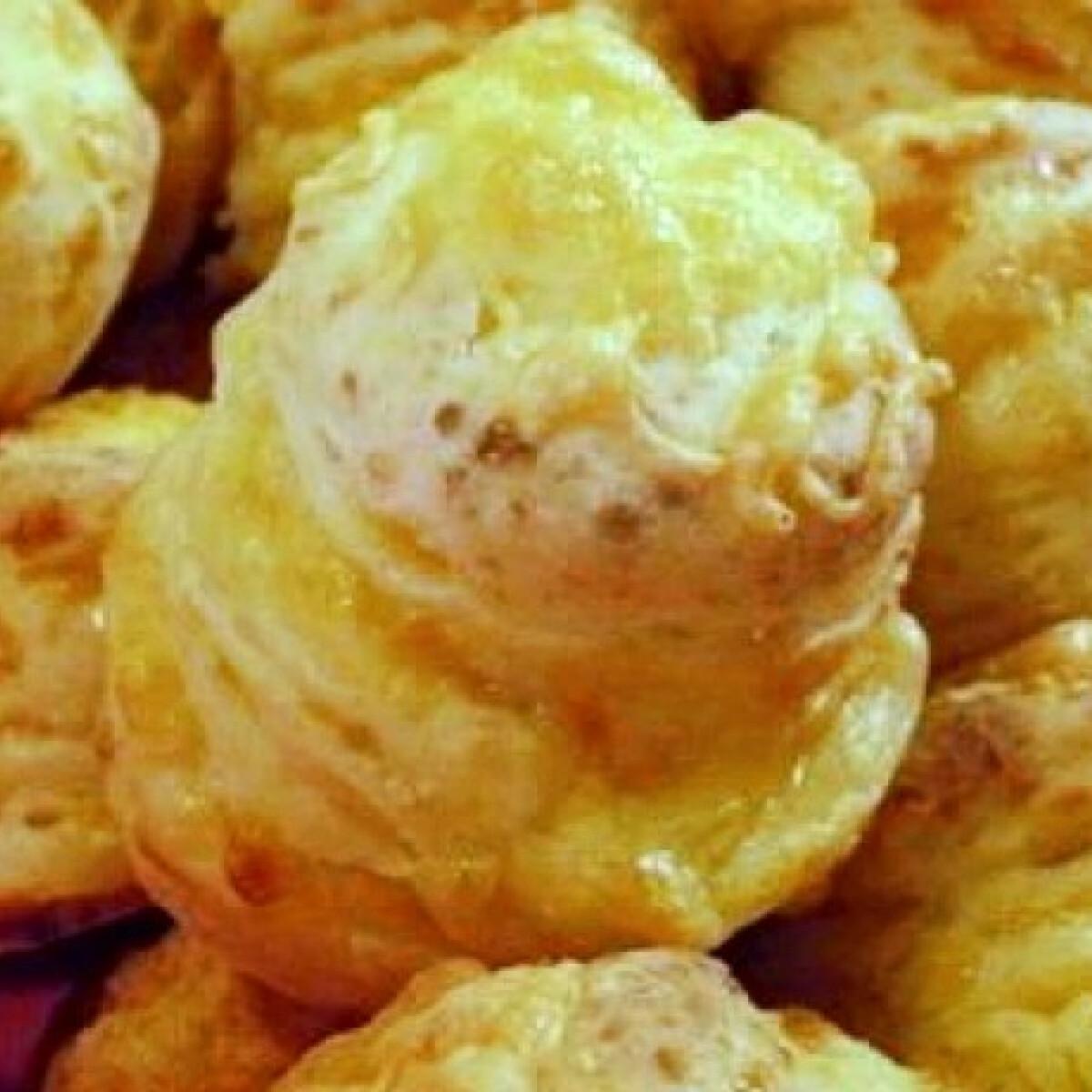 Ezen a képen: Extra sajtos-túrós pogi