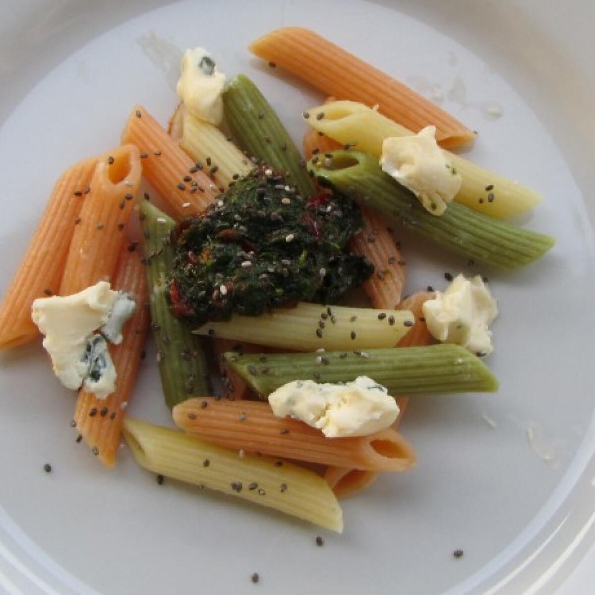 Petrezselymes-paprikakrémes tészta cambozola sajttal