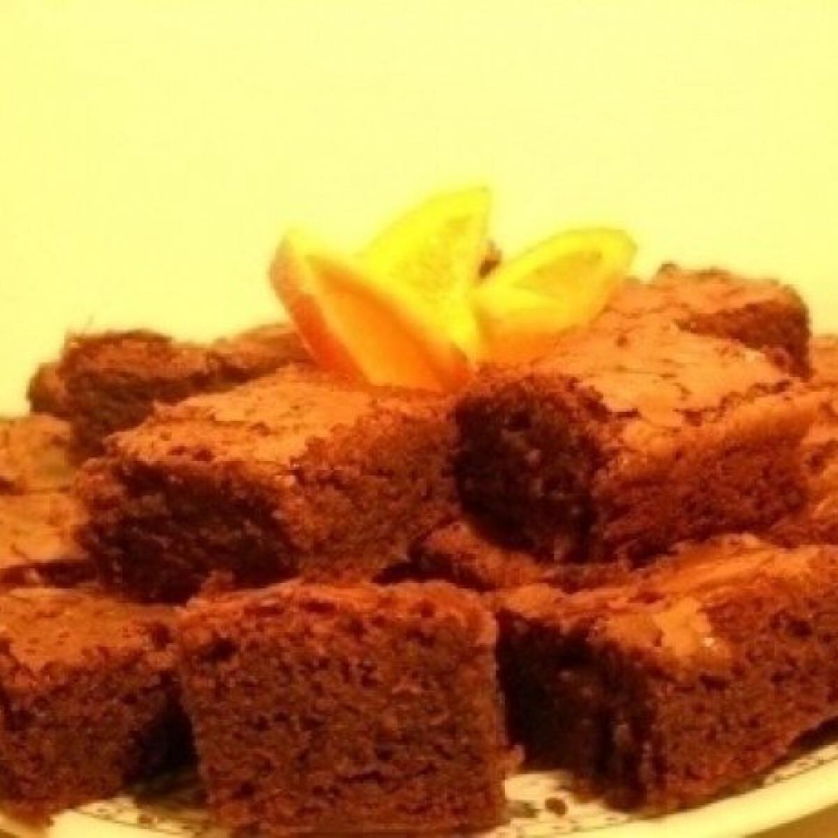 Ezen a képen: Háromcsokis brownie