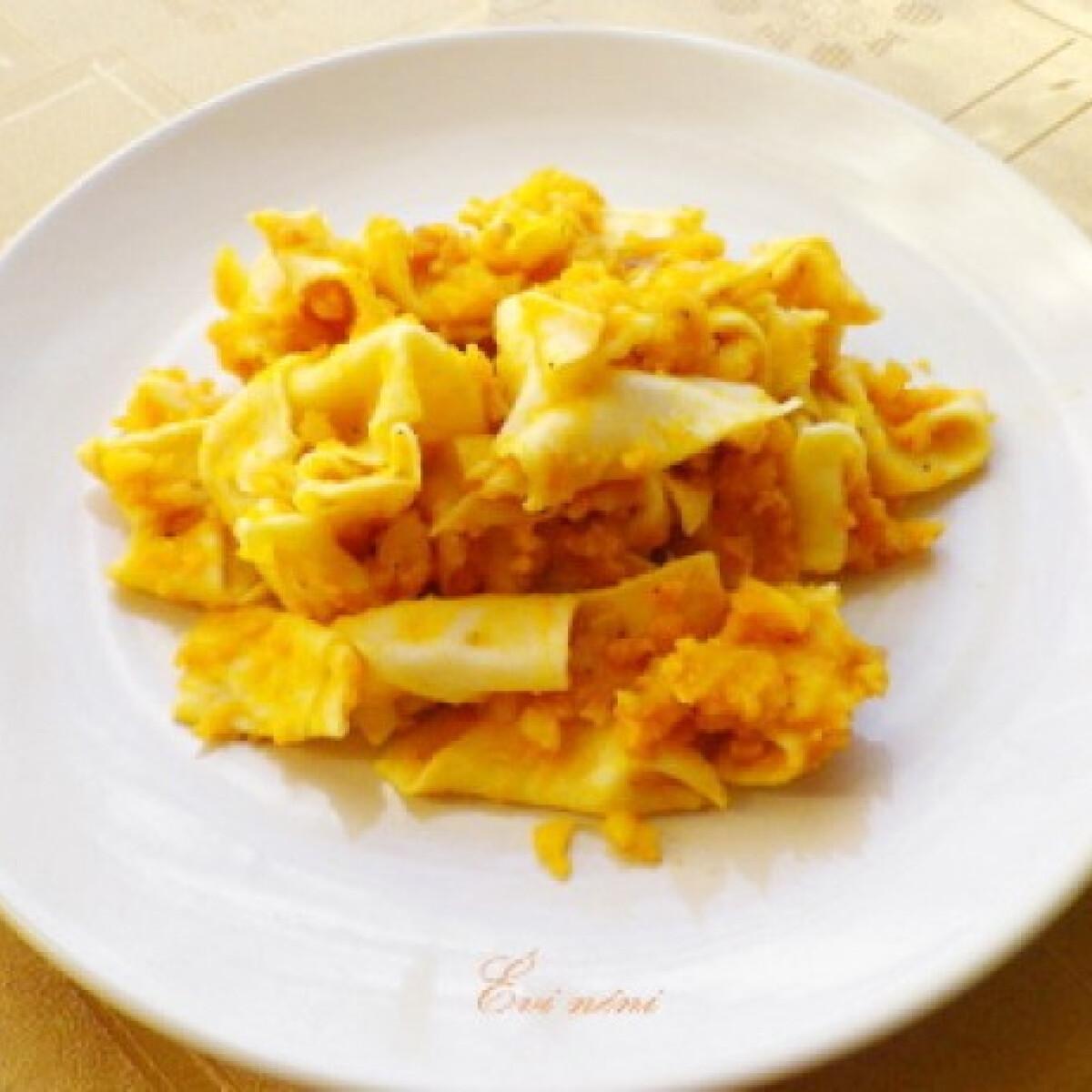 Ezen a képen: Krumplis tészta Évi néni konyhájából
