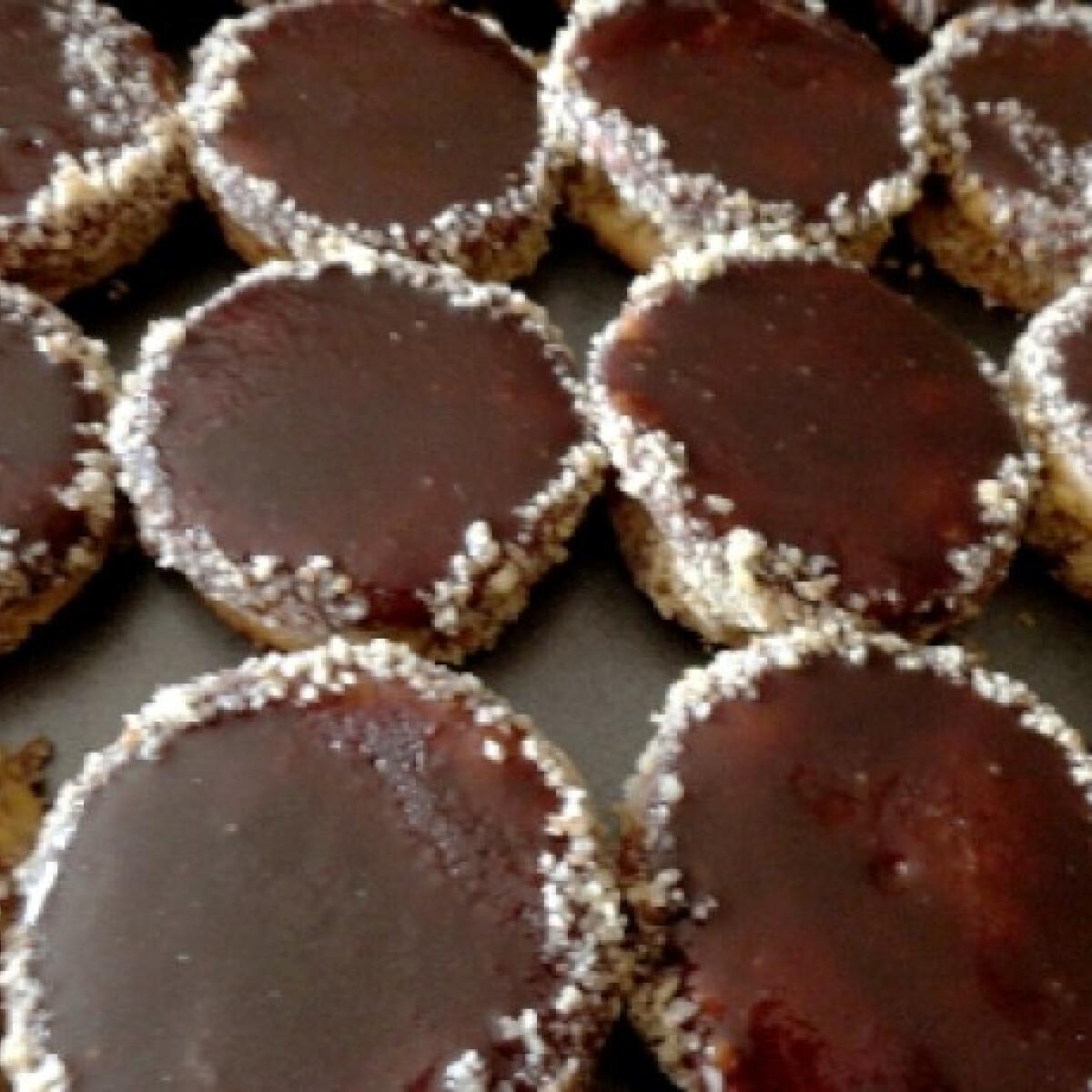 Ezen a képen: Diós-mandulakrémes csokikorongok