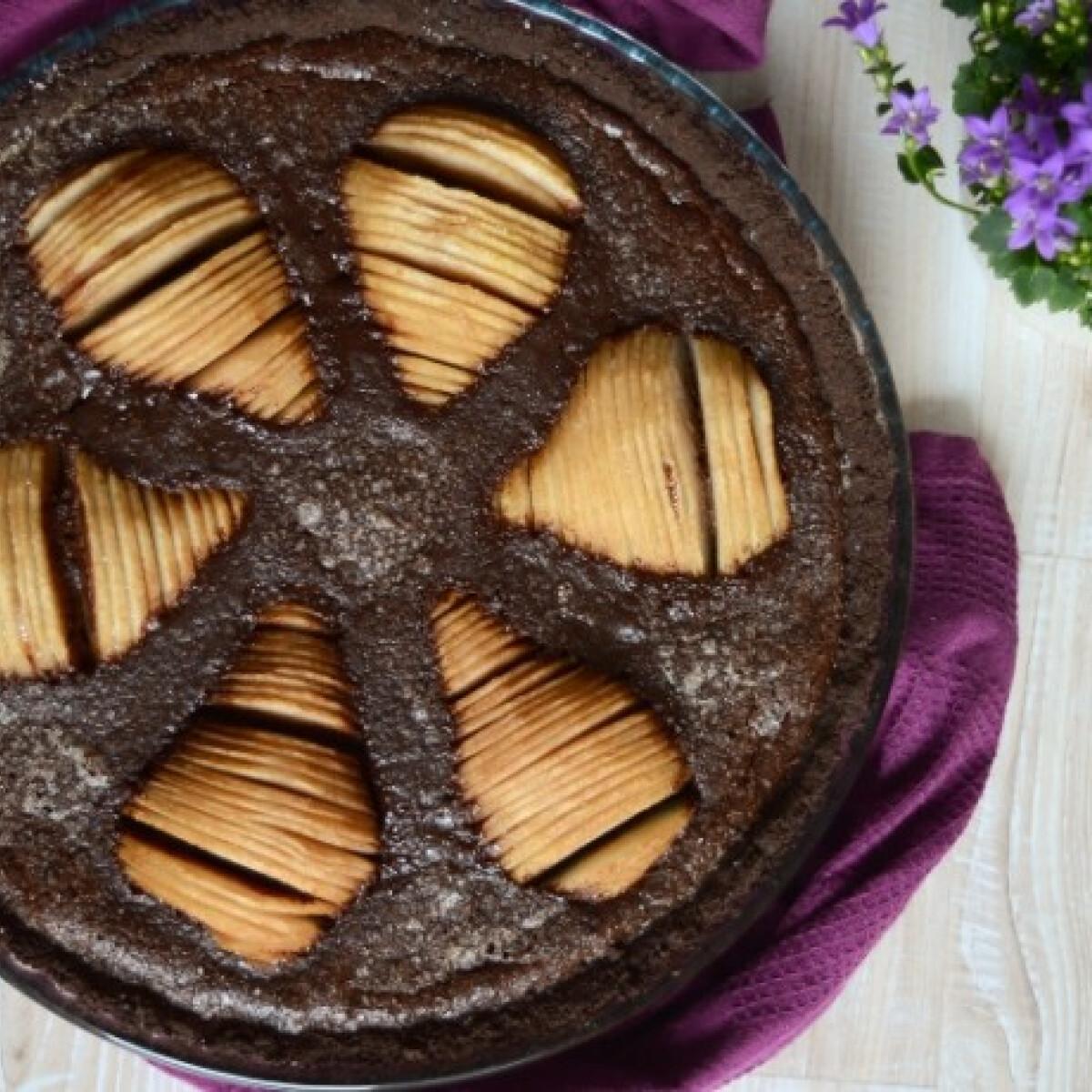 Ezen a képen: Körtés csokikrémes pite