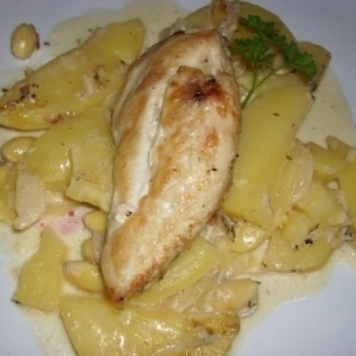 Ezen a képen: Sherrys-mandulás csirke