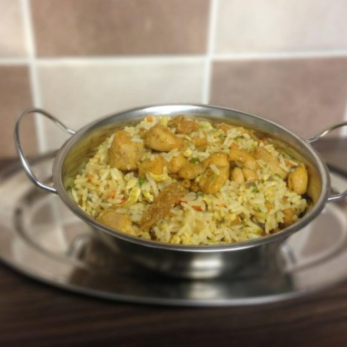 Ezen a képen: Chicken fried rice