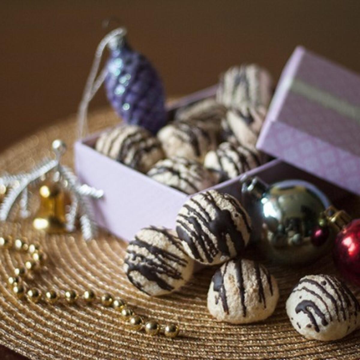Ezen a képen: Csokis kókuszcsók