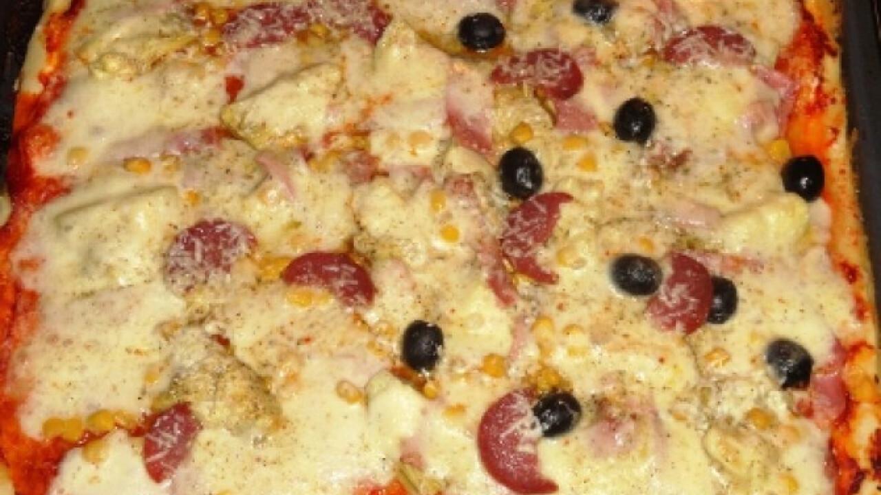 Articsókás-sonkás pizza