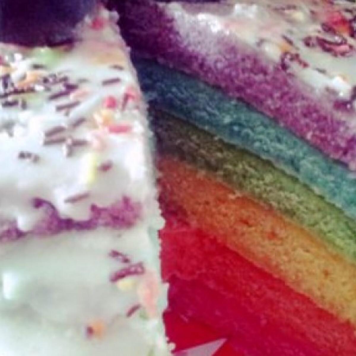 Ezen a képen: Rainbow torta krémsajtosan