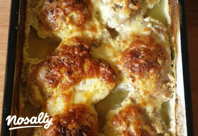Ezen a képen: Sajtos-tejszínes csirkecomb