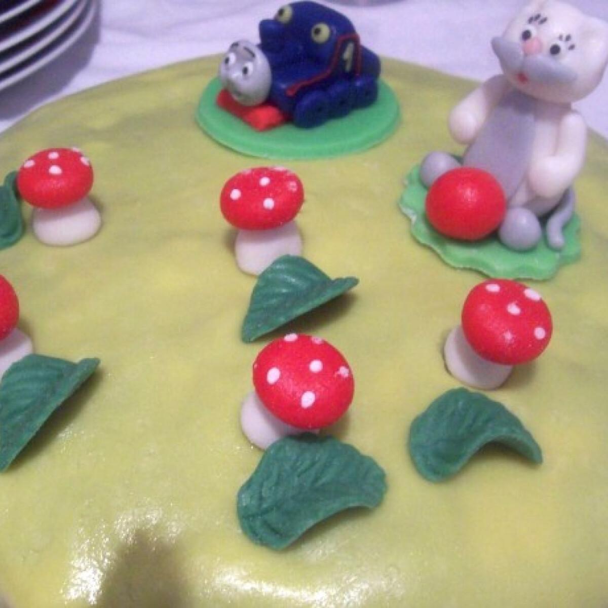 Ezen a képen: Marcipános csokitorta Katrin konyhájából