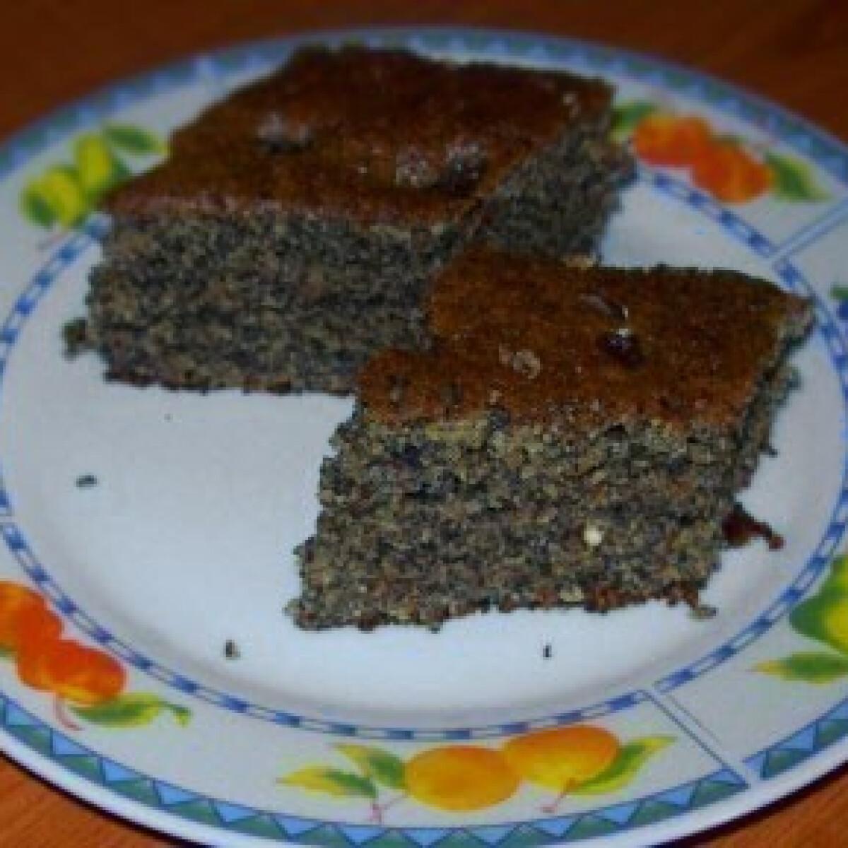 Ezen a képen: Bögrés diós-mákos-mazsolás süti