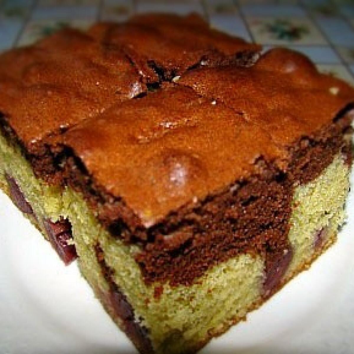 Ezen a képen: Meggyes-kakaós sütemény