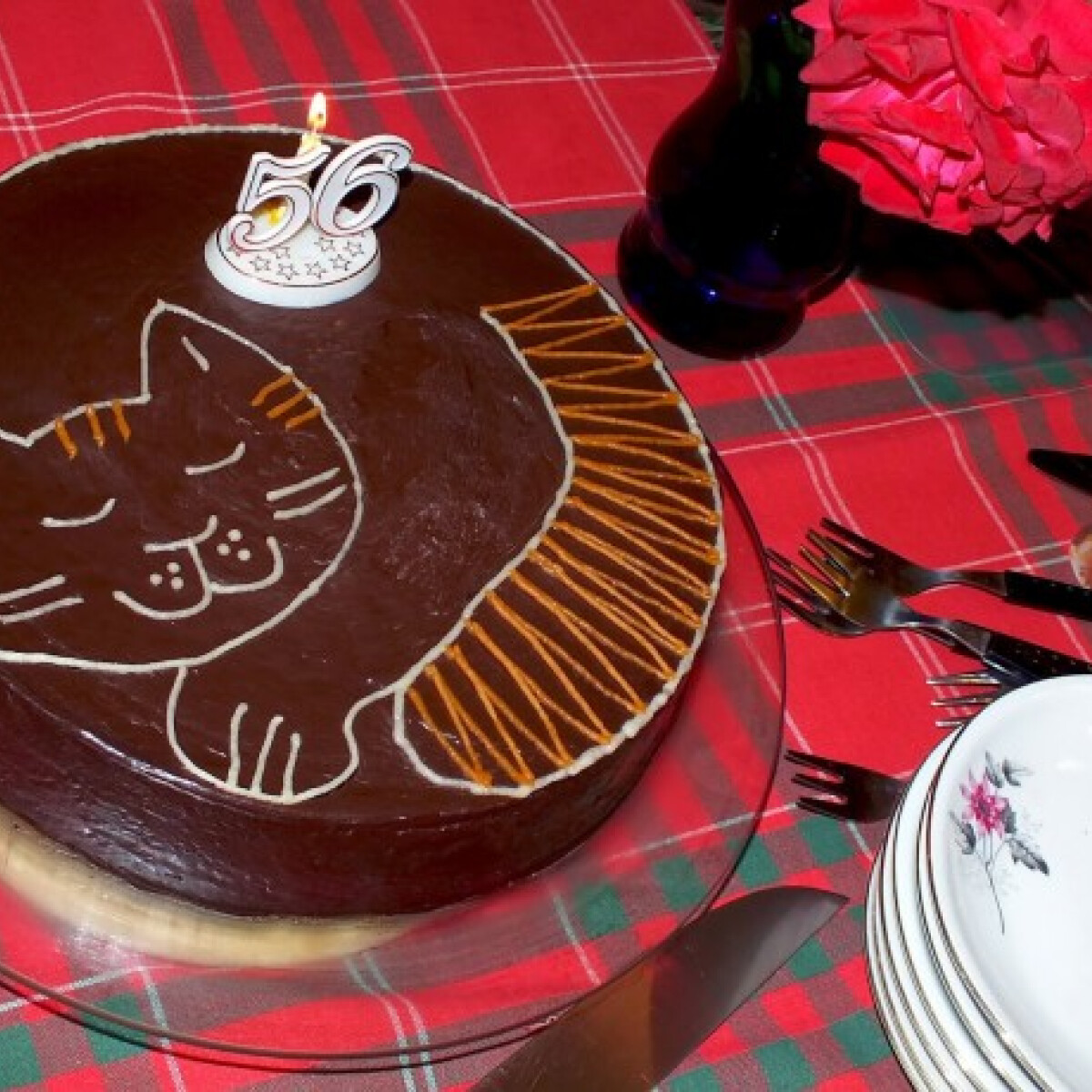 Ezen a képen: Cica mintás hamis zserbó torta