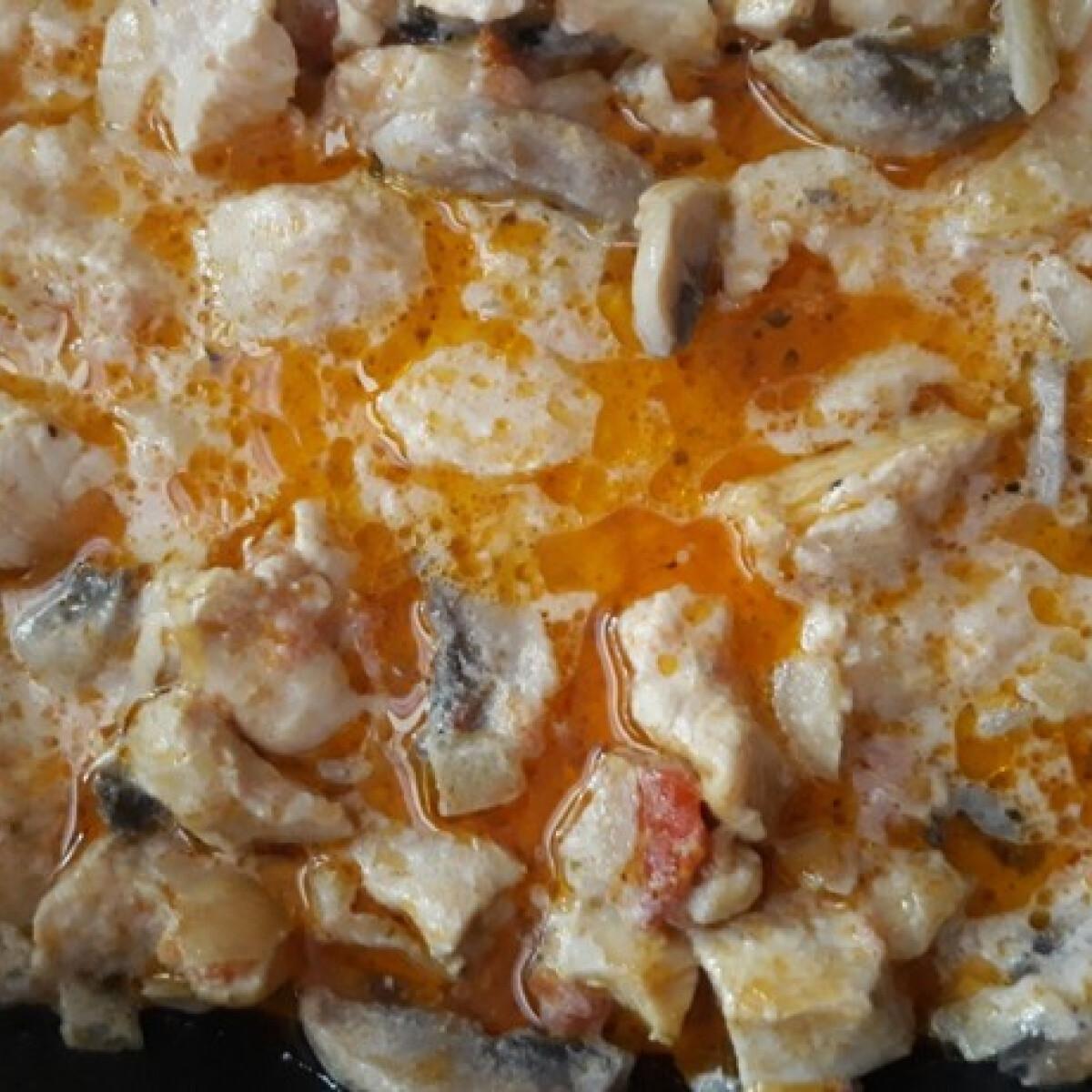 Ezen a képen: Tejfölös-gombás csirkemell ozsvarcs konyhájából