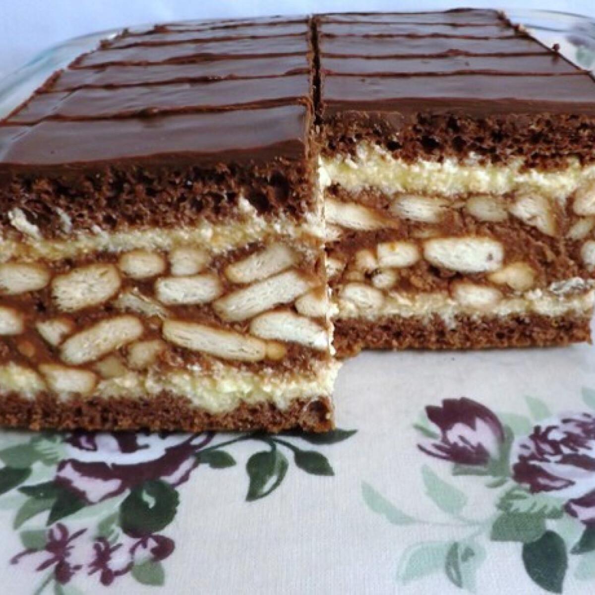 Ezen a képen: Gesztenyés-kekszes szelet Andi konyhájából