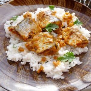 Szardínia curry