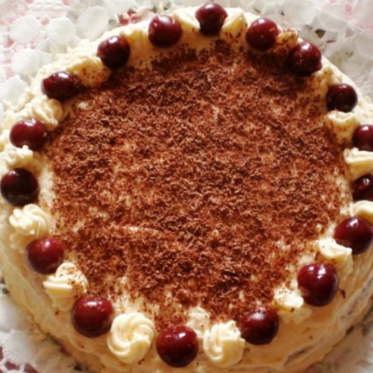 Ezen a képen: Egyszerű gesztenyés torta