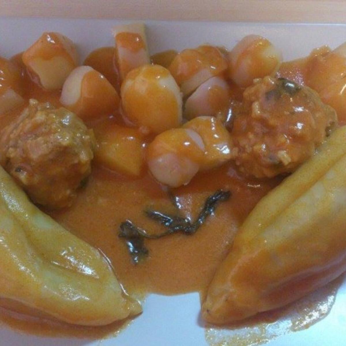 Ezen a képen: Töltött paprika főtt krumplival