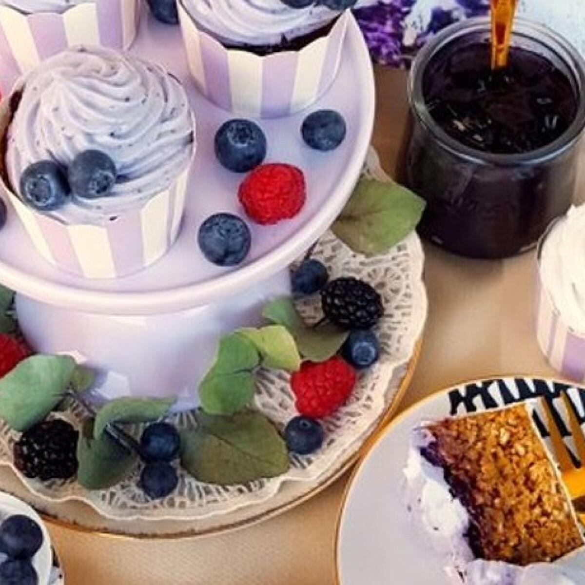 Ezen a képen: Áfonyakrémes cupcake glutén- és laktózmentesen