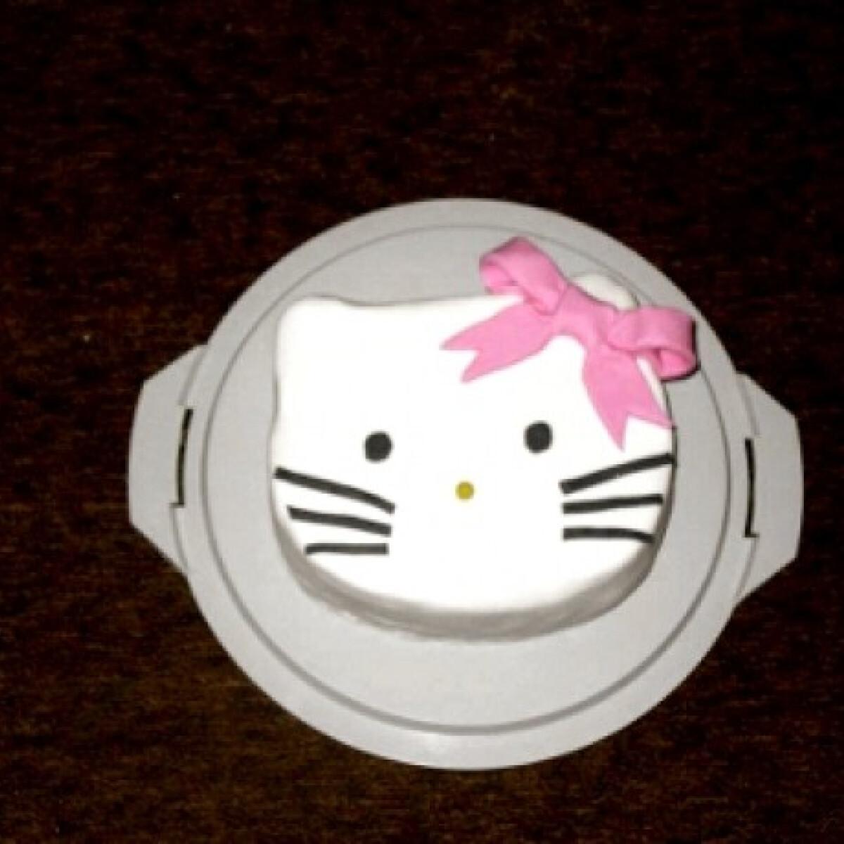Ezen a képen: Hello Kitty torta Anessz konyhájából