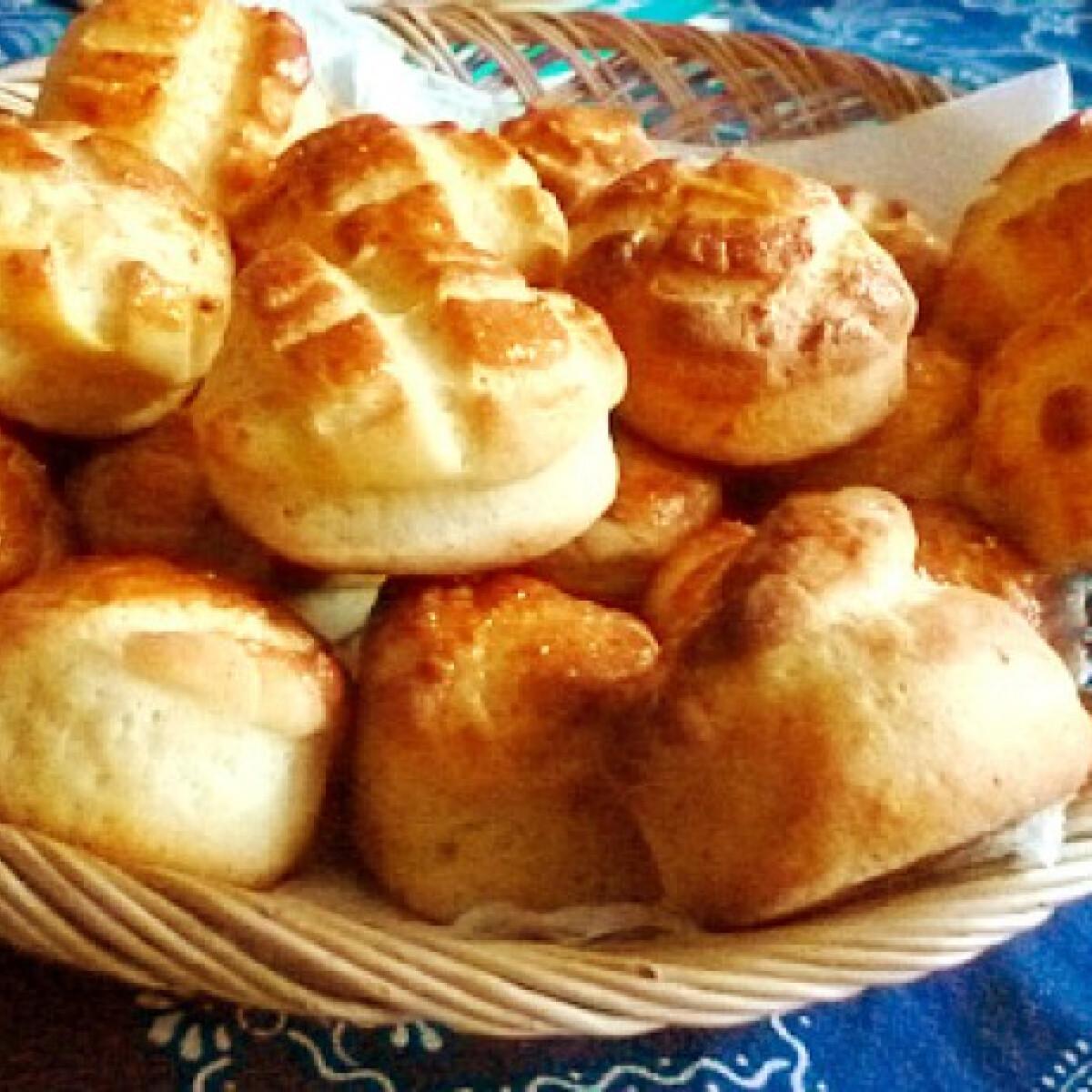 Ezen a képen: Juhtúrós pogácsa Fahéj konyhájából