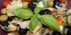 Articsókaszív paradicsommal és olívabogyókkal
