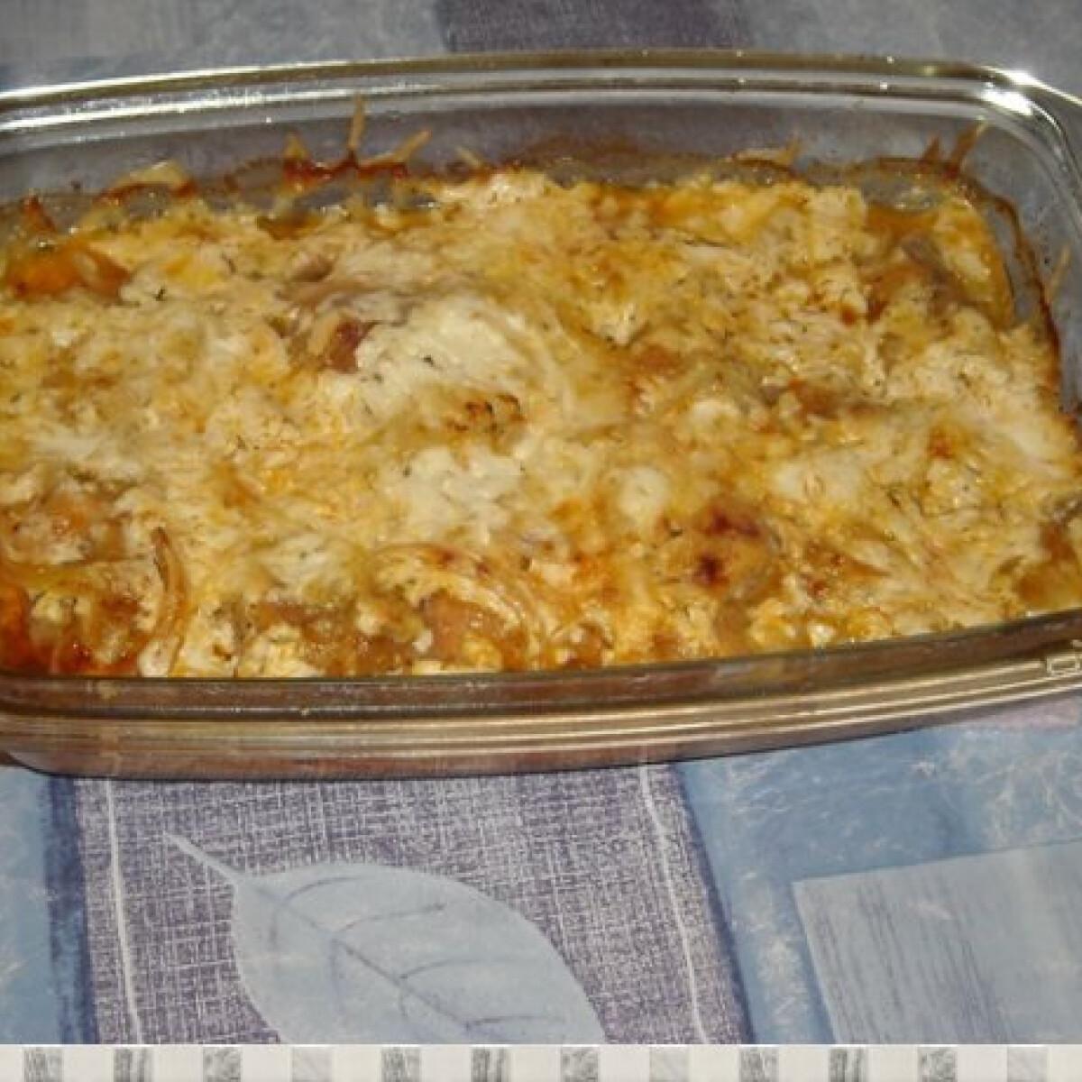 Ezen a képen: Sajtos-tejfölös sült csirke