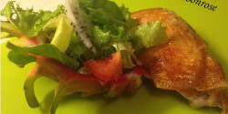 Sült csirkecomb sárkánygyümölcsös salátával