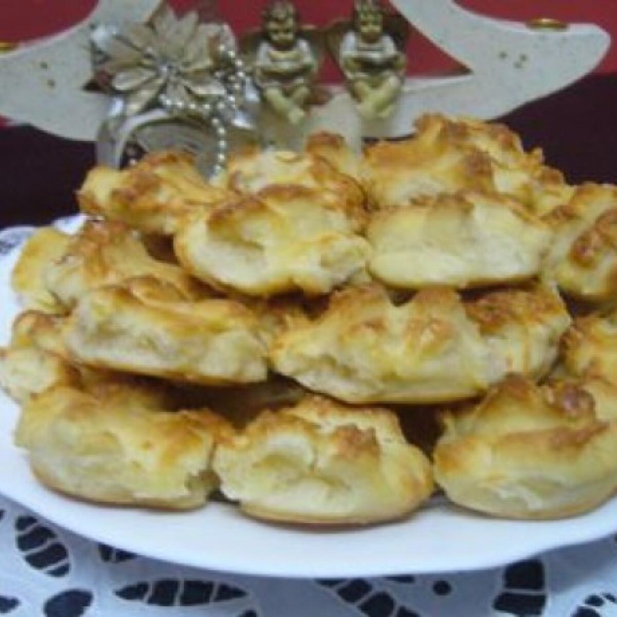 Ezen a képen: Vajas - tejfölös pogácsa