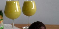 Ananászos avokádó-smoothie